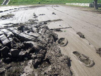 角スコやH鋼を引っ張って泥回収