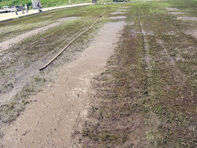 集まった泥が一列に並びます