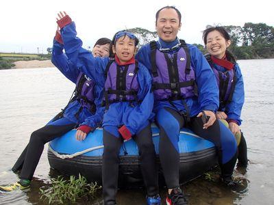 皆で川遊びを楽しみました