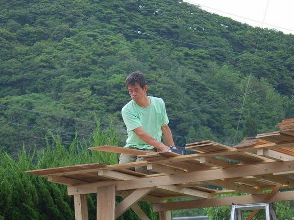 物干し小屋製作中
