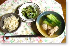 鶏団子汁と昆布サラダ