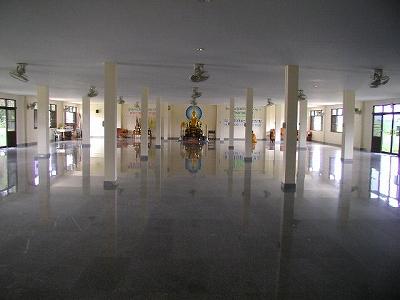 ダンマ・トーク・ホール(グループ瞑想用の場所)