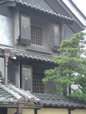有松の建物