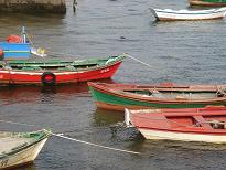 Combarroの海岸。カラフルな船