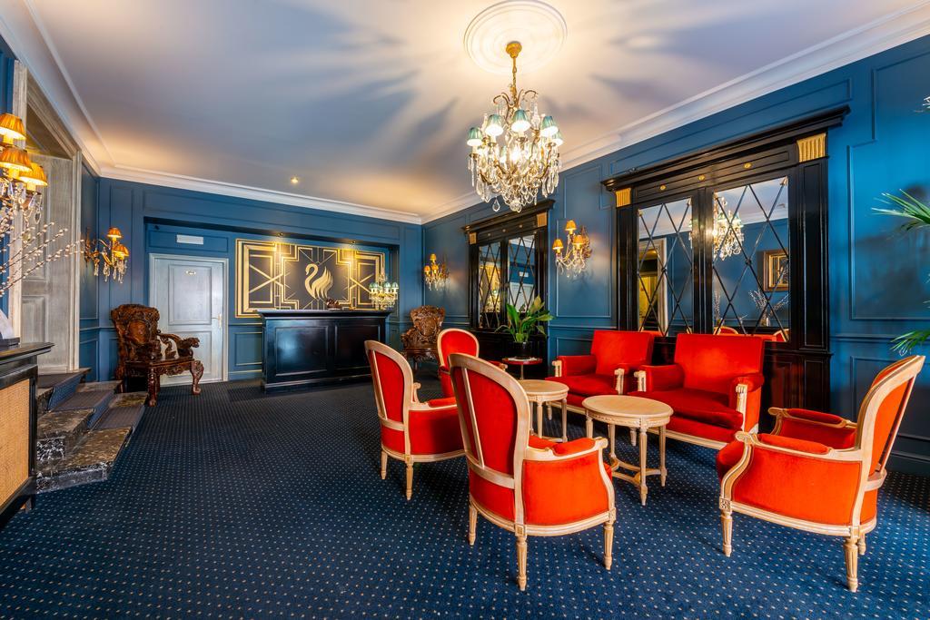 The Black Swan Hotel Booking (4).jpg
