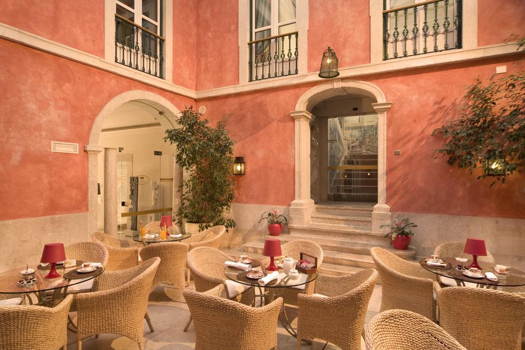 ホテル レアル パラシオ(Hotel Real Palacio) Booking (1).jpg