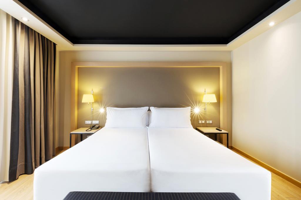 Hotel Jazz Photo from Booking (4).jpg