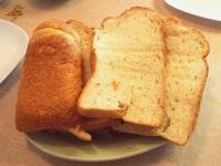 2007/06/07 ホームベーカリーで焼いたパンを切ったところ。