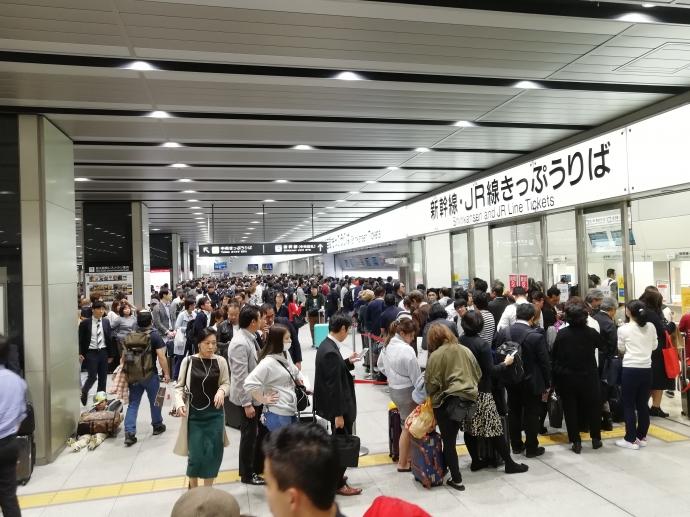 新幹線 姫路 人身事故 新大阪 改札 乗客