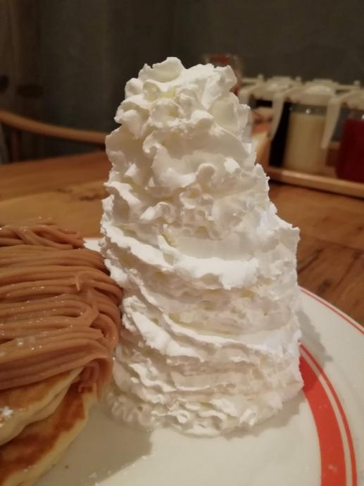 エッグスシングス パンケーキ 生クリーム