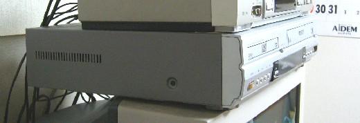 テレビ上のデッキ