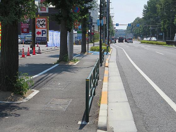 東八道路の自転車レーン