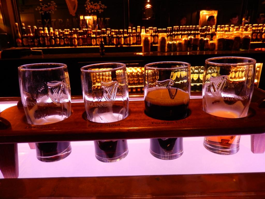 試飲のグラス ギネスストアハウス