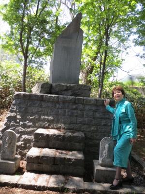 小樽祖父の碑の前で・・