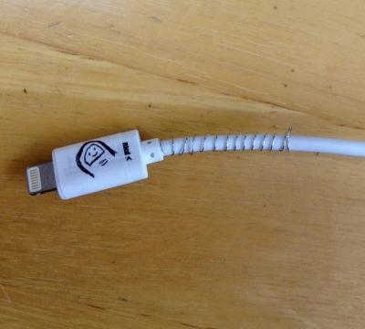 iPad ケーブル 補強 断線 予防