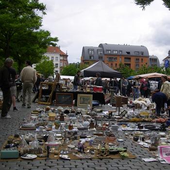 ジュドバル広場の蚤の市