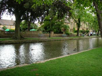 「ウィリアム・モリスが英国で最も美しい村と称賛した」バイブリー