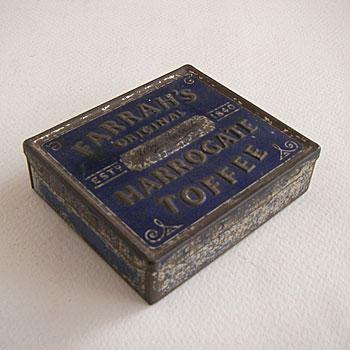toffee tin    横9.6×縦8.4×高さ1.8(センチ)  comment   :   1840年設立のイギリスのお菓子メーカーFARRAHS社のTOFFEEがはいっていたティン。