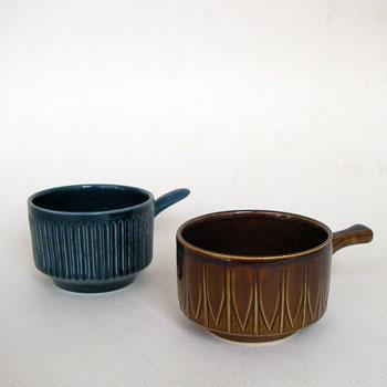 たっぷりとはいるイギりス製のビンテージカップ。どこか民藝を連想させる雰囲気を持っています。深みのある色、そしてフォルム、模様ともクラッシックで、日本の食器とも相性よくお使いいただけます。