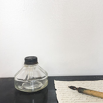 アンティークガラスインクボトル    stepnens社の1950年頃のインクボトル