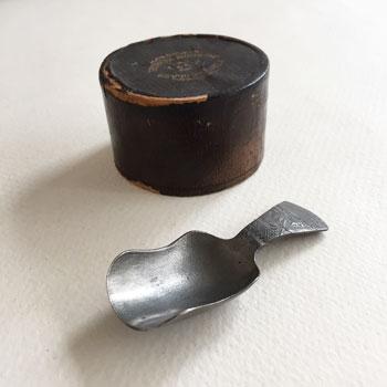 ピューターのティキャディースプーン antique caddy spoon