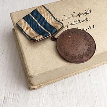 メダルのビンテージブローチ コインブローチ 勲章ブローチ