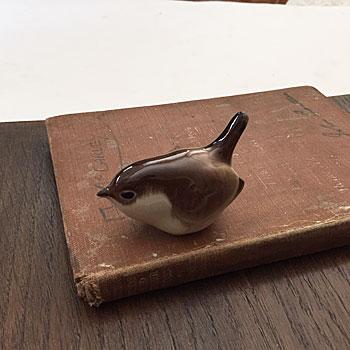アンティークすずめのオブジェ 鳥のおきもの 陶器のバード