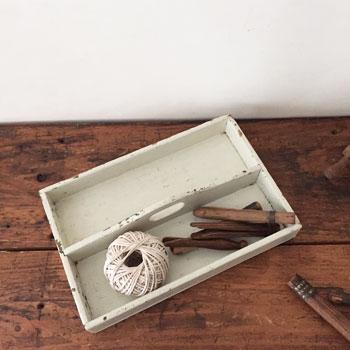 ビンテージかとラリーケース アンティークカトラリー入れ シャビーシックな木箱 白ペイントの木箱