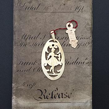 アンティークアイボリー(象牙)のブローチ ivory brooch antique フレンチ 北欧 少女ブローチ