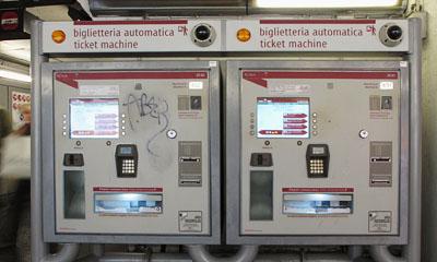 地下鉄自動販売機