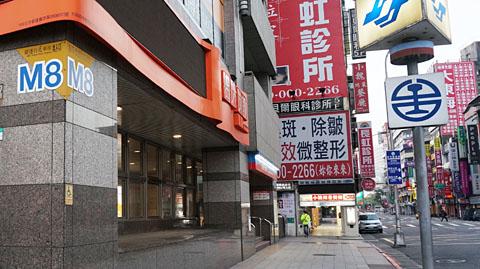 MRT台北駅M8出口
