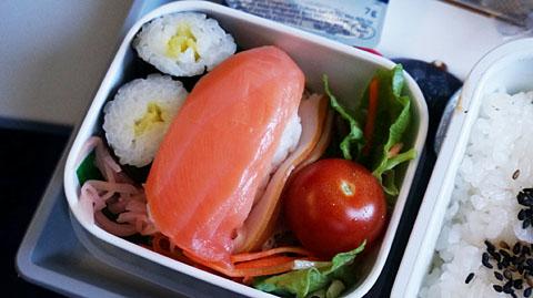 SU便往路機内食