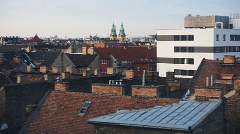 屋根裏窓からの風景