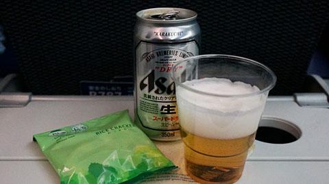 NH827便機内食