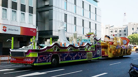 パレードの山車