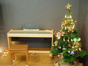 皆でクリスマスケーキを作ったり、クリスマスソングを歌ったり、ヘキサゴンクイズをしたりして、楽しみました。クリスマスソングは、利用者の方が伴奏してくれました。ありがとう。