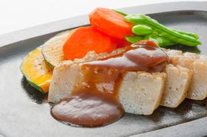 羽黒こんにゃく生芋板のこんにゃくステーキ