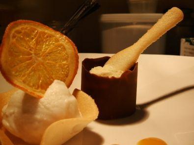 cilindro di spuma di cioccolato bianco