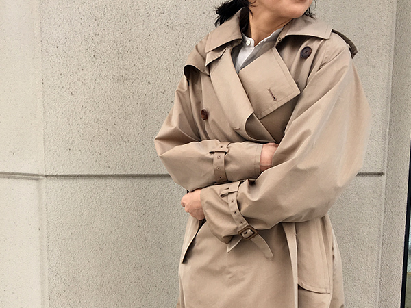 AURALEE FINX POLYESTER BIG TRENCH COAT BEIGE CHAMBRAY.jpg