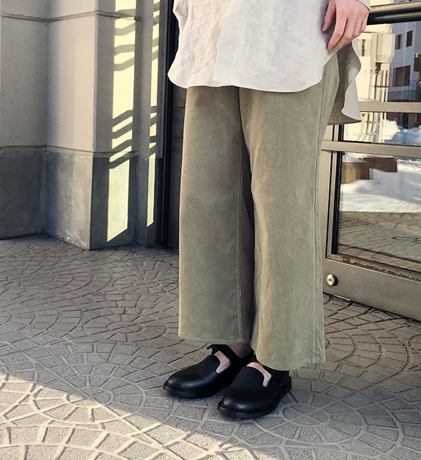 オーラリー WASHED CORDUROY PANTS KHAKI GREEN.jpg