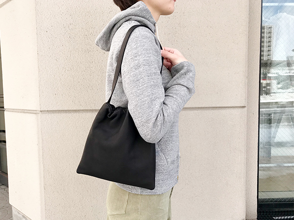 アエタ shoulder s black.jpg