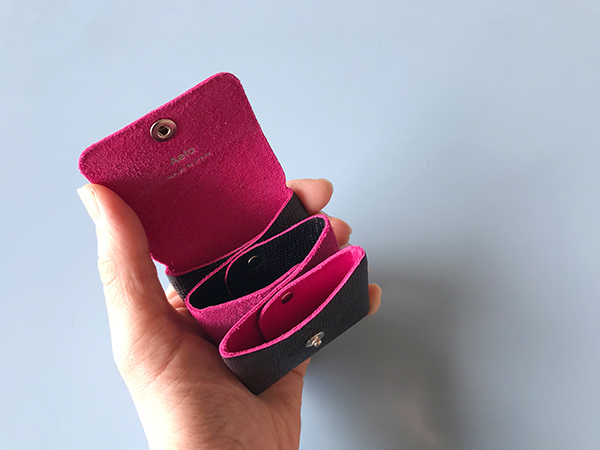 Aeta coin case bicolor ブラックピンク.jpg