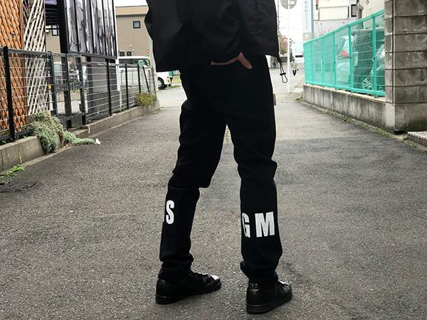 MSGM メンズ ロゴプリントブラックデニム.jpg