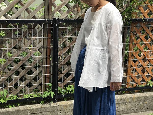 ブルーブルージャパン  リーフサークルシシュウWHITEカシュクール.jpg