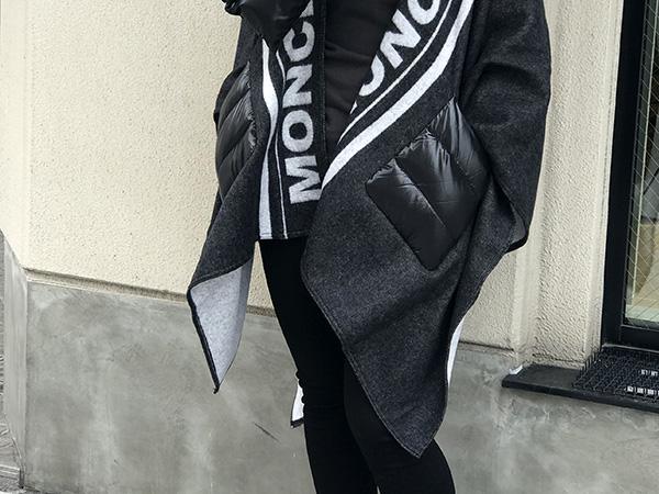 MONCLER マンテラ ショール.jpg