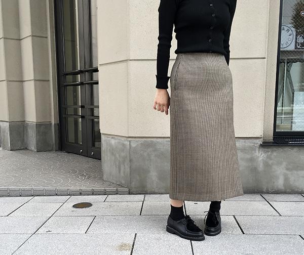 オーラリーの千鳥柄スカート.jpg