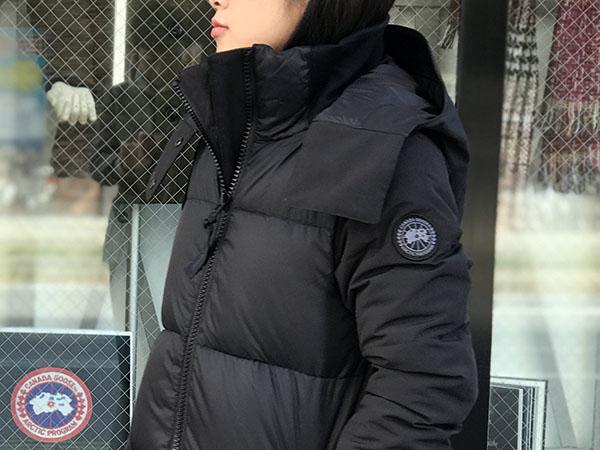 カナダグース ホワイトホースパーカ ブラックディスク.jpg
