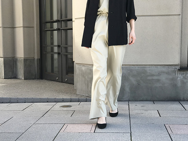 AURALEE WASHED FINX EASY WIDE PANTS.jpg