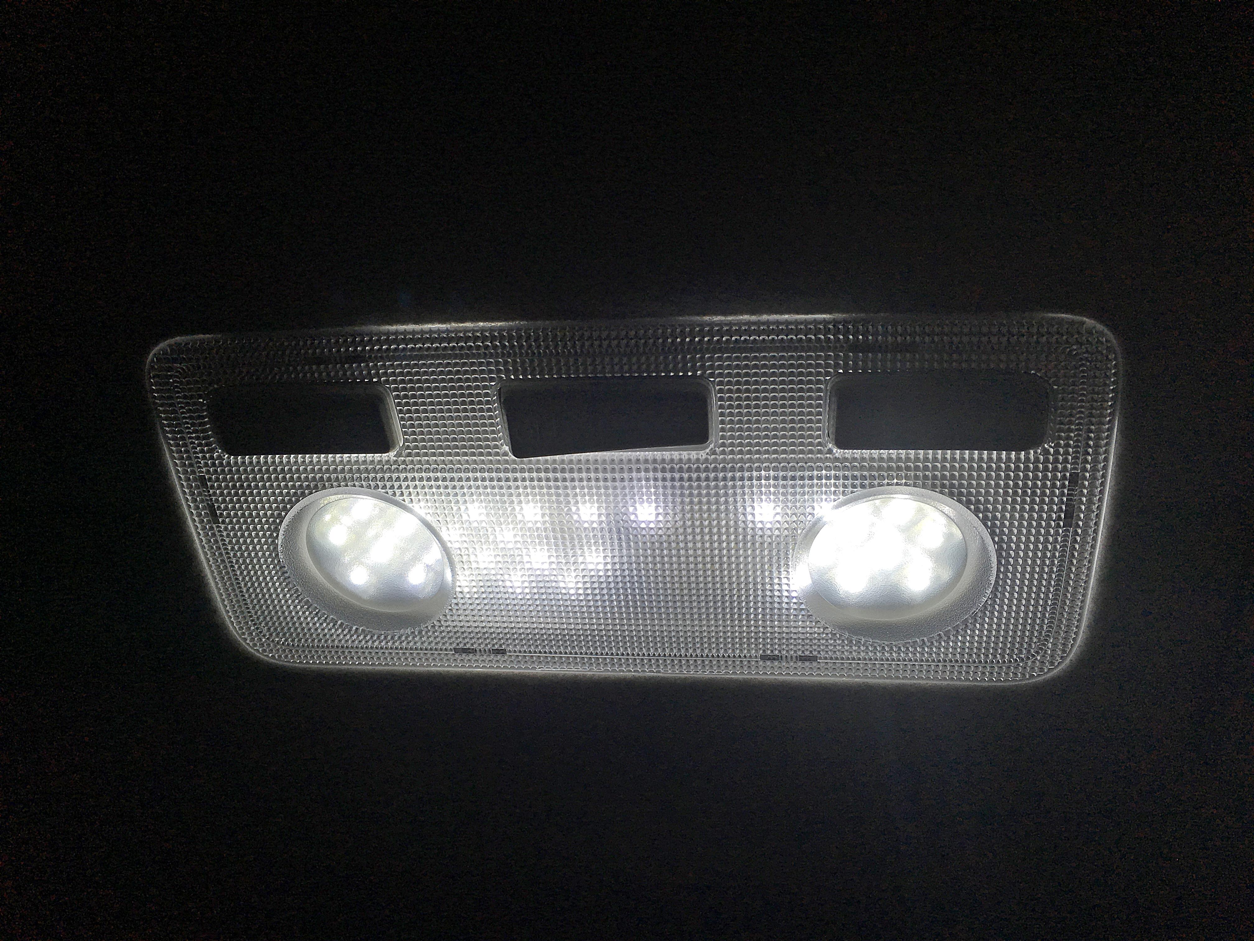 Prius C ルームランプ.JPG