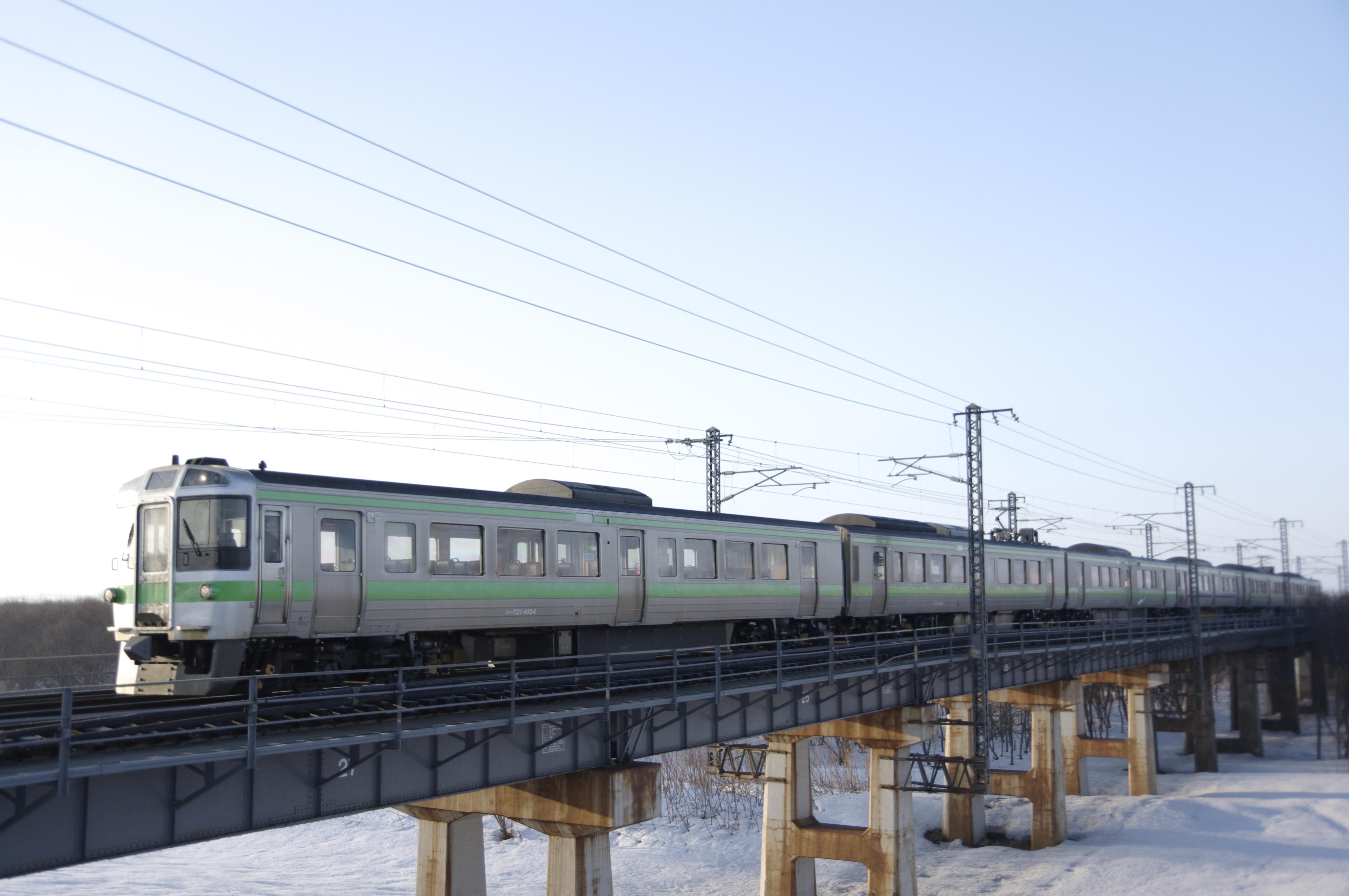 江別ー豊幌 夕張川橋梁 121M 普通列車_180324.jpg